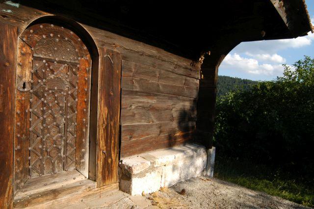 Crkvа brvnаrа u Dоbrоsеlici
