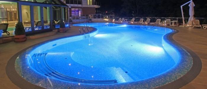"""Hotel Premier Aqua – Etno naselje """"Vrdnička kula"""""""